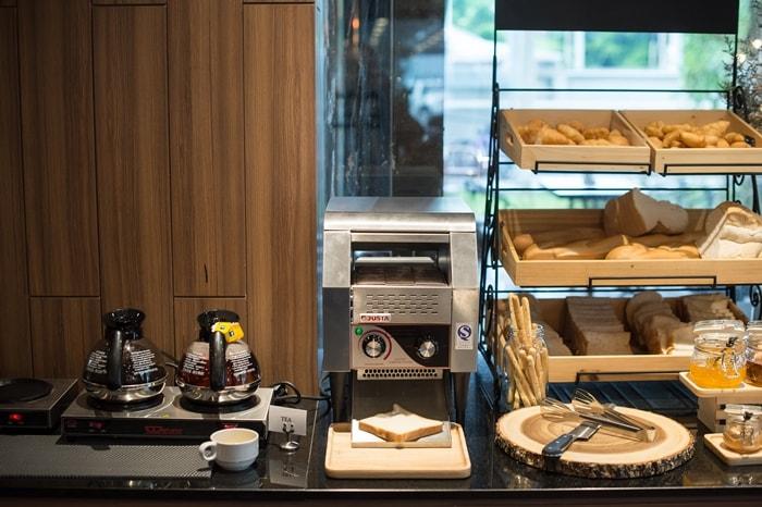 Onyx Hotel Bangkok: Dining & Facilities